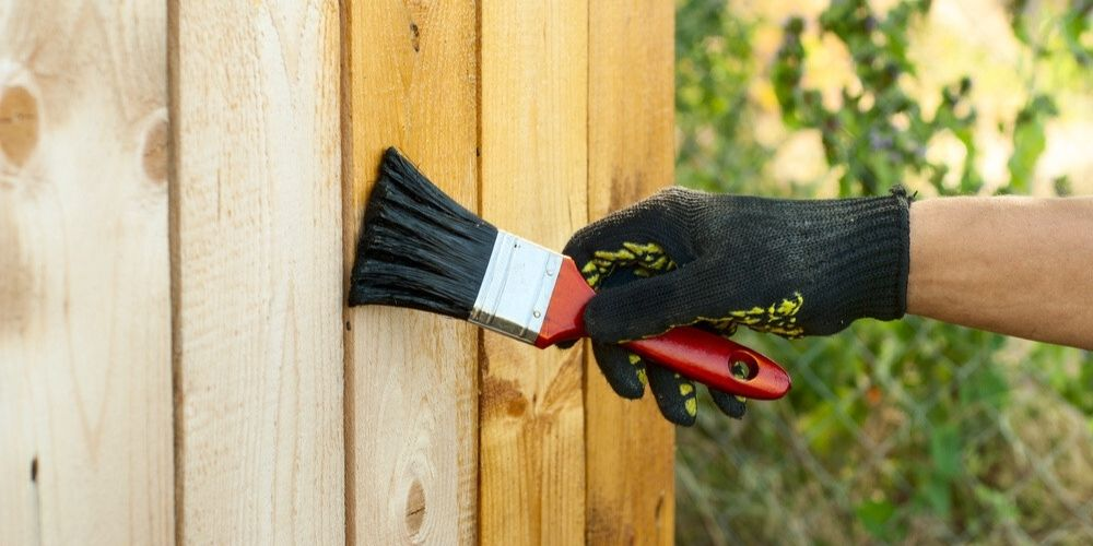 how to stain a pine fence
