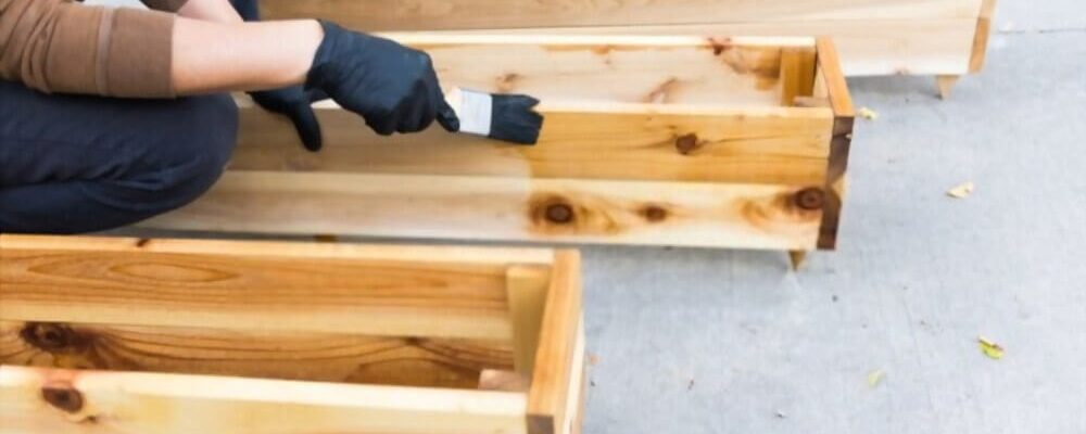 how to stain cedar wood